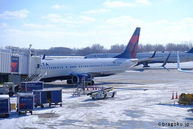 ブランド創出の極意(ブラゴク)のカテゴリ『コラム』バイヤー 野須子が行く! 【第1回】アトランタ編の、アトランタ空港の風景画像。デルタ航空を使用。アトランタの空気がとても寒い印象でした。
